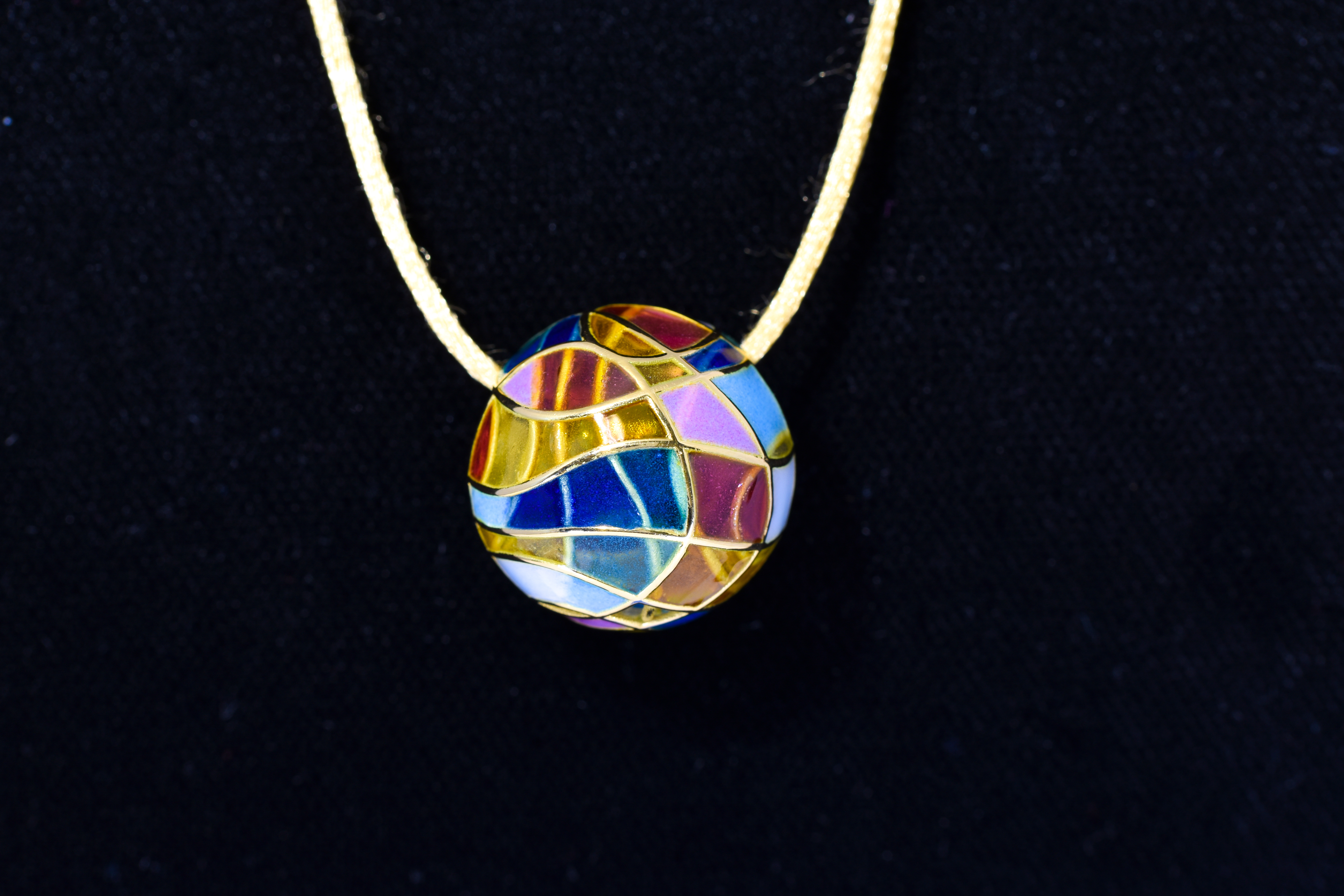 14 kt. Yellow Gold, Multicolor Ball Charm on Silk Rope, Bagues-Masreira