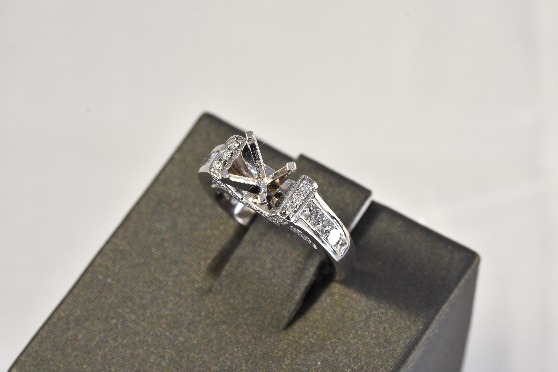 14 kt White Gold Diamond Semi Mount